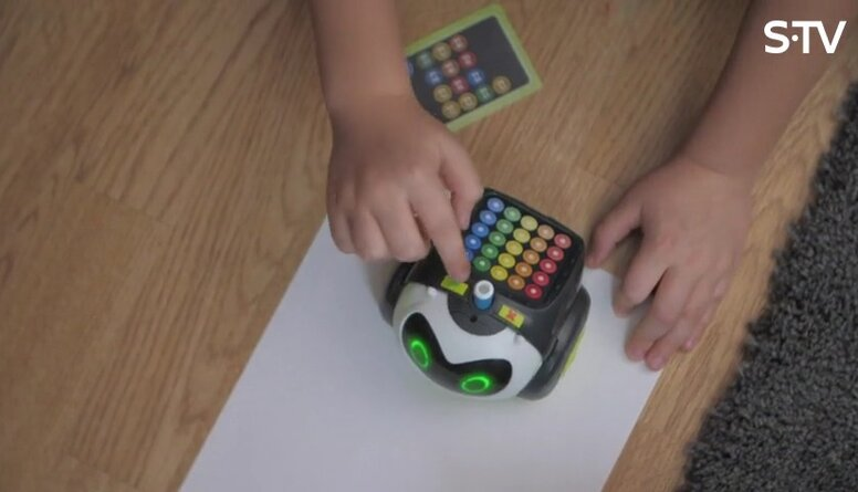 Ko rotaļas ar robotiem attīsta bērnos?