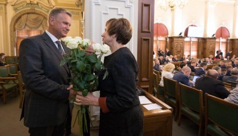 Saeima kultūras ministra amatā apstiprina Nauri Puntuli