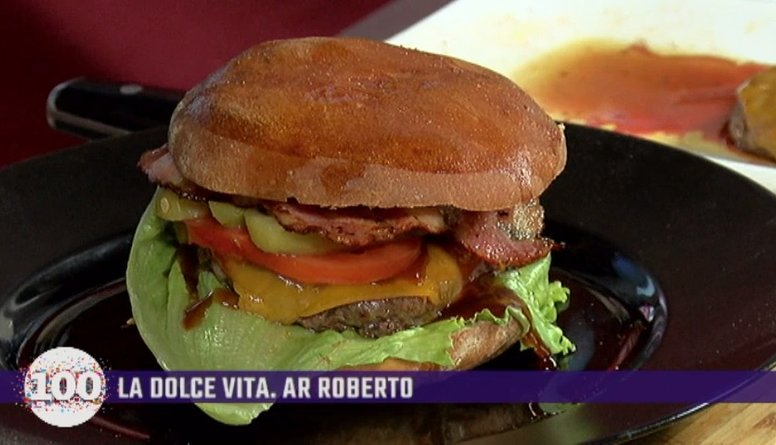 Autosportists Edgars Svencis gatavo burgeru