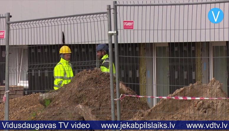 Pašvaldība šobrīd nevar sodīt uzņēmēju par Jēkabpils Valsts ģimnāzijas pārbūves darbu kavēšanu