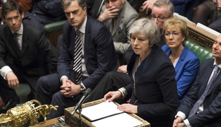 """Lielbritānijas parlaments nobalso pret visām """"Brexit"""" alternatīvām"""
