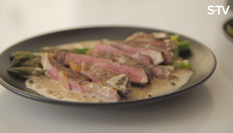 Recepte: liellopa gaļas steiks ar sparģeļiem