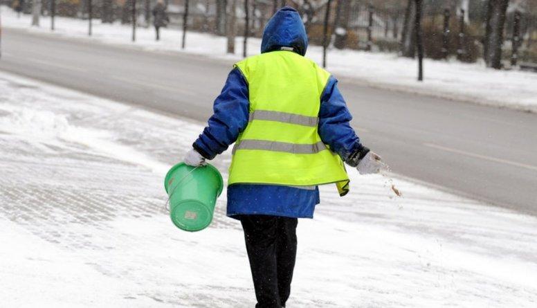 Kādēļ Rīgā nav iespējama ielu tīrīšana ar granulām?