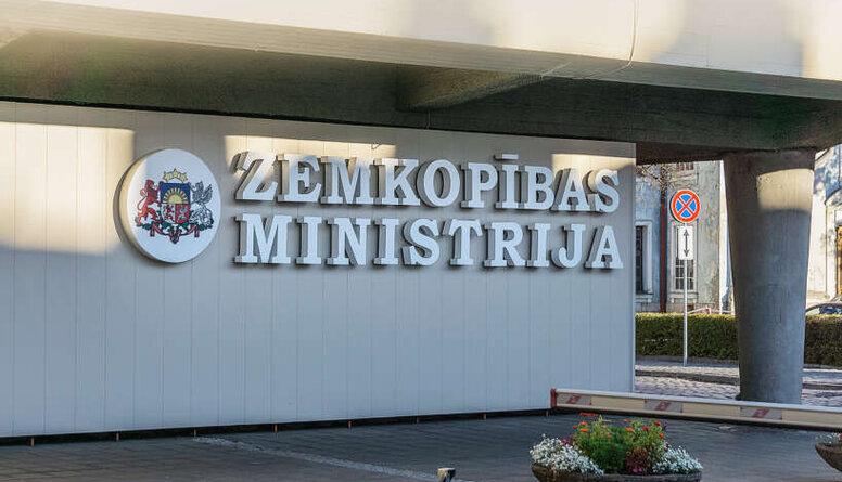 Zemkopības ministrija klaji pārkāpj likumu, apgalvo Rotbergs