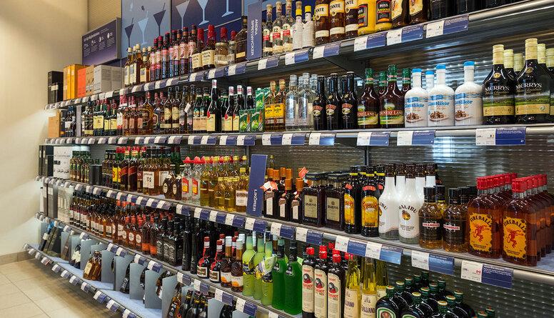 Akcīzes samazināšana alkoholam bija politiska korupcija, pārliecināts ir Lapsa
