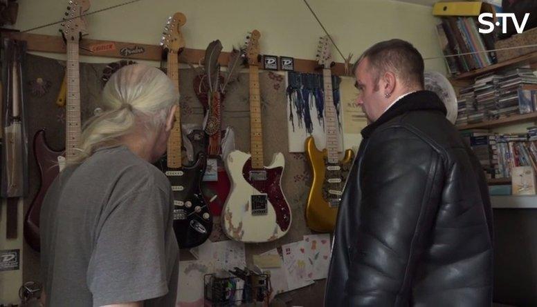 Cik maksā ģitārmeistara Andra Apiņa veidotās ģitāras?