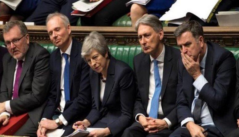"""Lielbritānijas parlaments atkārtoti noraida alternatīvos """"Brexit"""" scenārijus"""