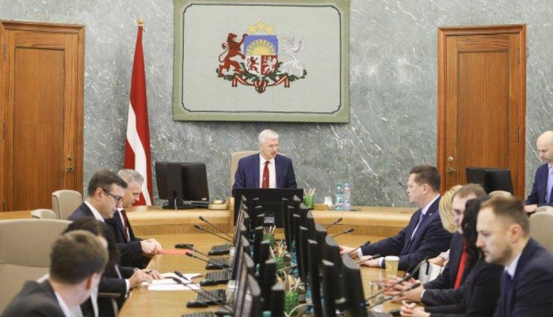 Četriem ministriem pielaide valsts noslēpumam pagaidām liegta