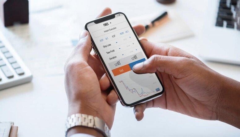 Vairākas bankas ieviesušas telefonbankas pakalpojumus