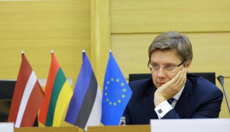 Politologs: Ušakovs mūk no tveices Rīgas domē