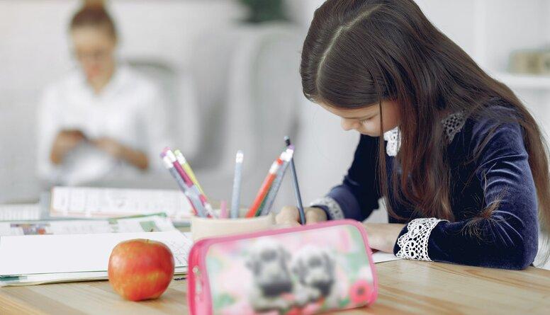 Vai pedagogi pret Covid-19 ir jāvakcinē prioritāri?