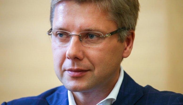 Ušakovs pieņēmis drosmīgu un tālredzīgu lēmumu, pauž Dombrovskis