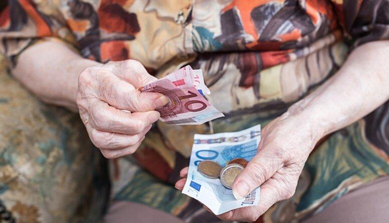 Tiesībsargs par pensiju neaplikšanu ar nodokli
