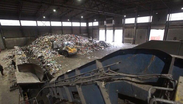 Kas notiek atkritumu poligonos un šķirošanas laukumos?
