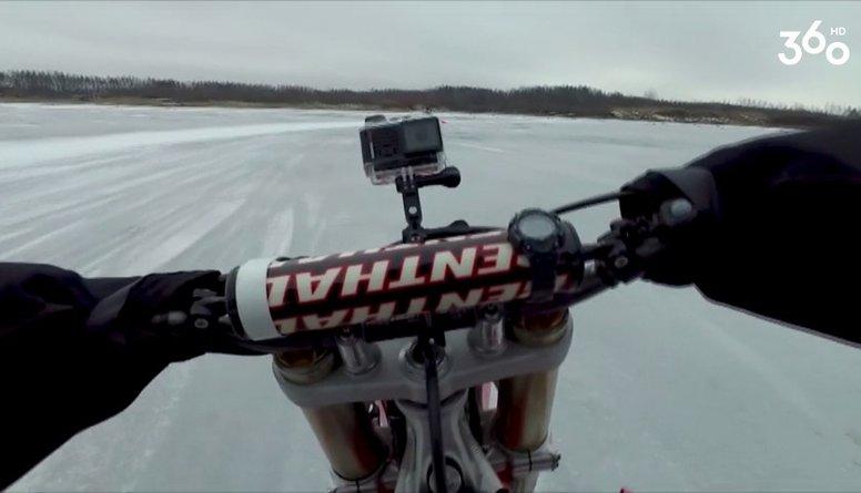 Vidzis: Uz ledus nostāvēt es nevaru, braukšu pa to ar motociklu!