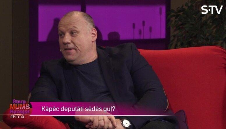 Arī Raimondam Bergmanim gadoties Saeimas sēdēs aizsnausties