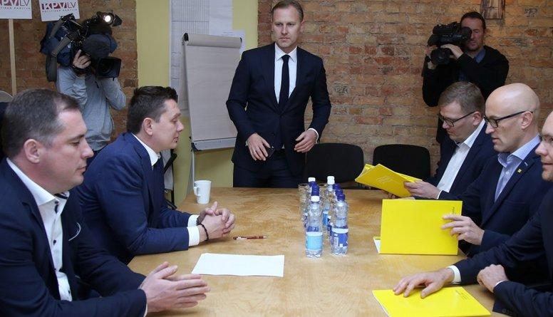 """Ko """"Attīstībai/Par!"""" un """"KPV LV"""" vēlas apspriest ar prezidentu?"""