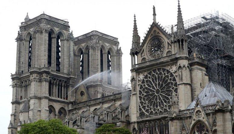 Parīzes Dievmātes katedrāle - svarīga gan ticīgajiem, gan neticīgajiem