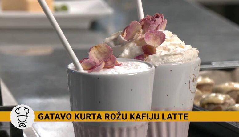 Ketija Karlsone rāda, kā mājas apstākļos uzputot pienu un pagatavot 'latte' kafiju