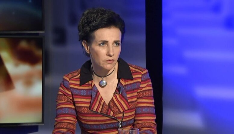 Papule: Izglītības jomu nevada profesionāle. Viņa grib būt viena un visur