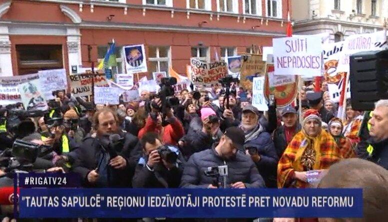 Speciālizlaidums: Reģionālās reformas pretinieki solidarizējas protestā ar mediķiem