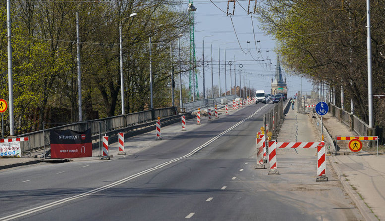 Nebija jēgas slēgt Deglava tiltu, uzskata Biršs