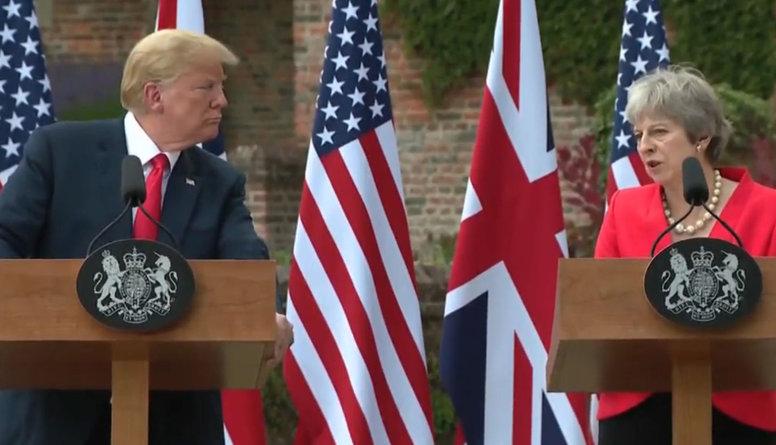 """Tramps nepiekrīt """"maigā Brexit"""" scenārijam"""