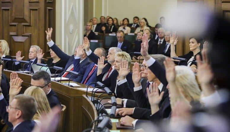 Šmits: Saeimas rīcība degradē uzticību demokrātijai - tam būs sekas