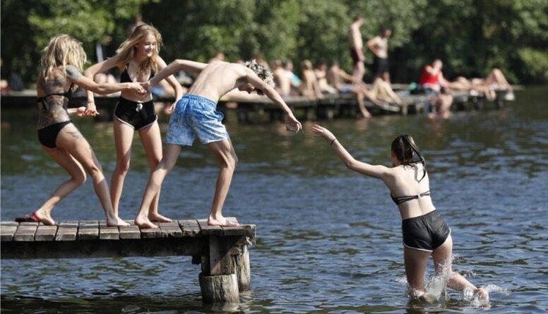Gemze: Kopējā peldētprasme starp Latvijas iedzīvotājiem ir nepietiekama