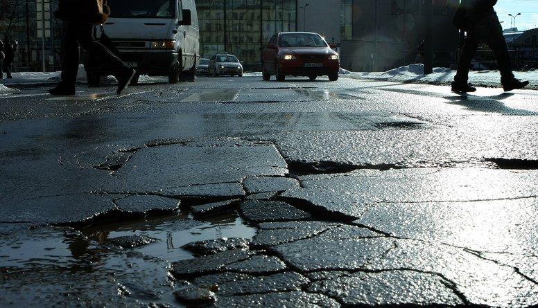 Katastrofālais ceļu stāvoklis Latvijā - kā to uzlabot?