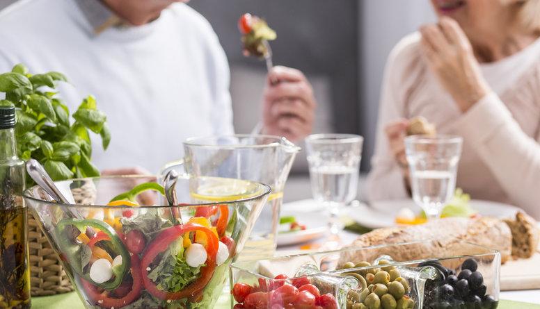 Ar kādiem produktiem un ēdieniem apgādāt seniorus?