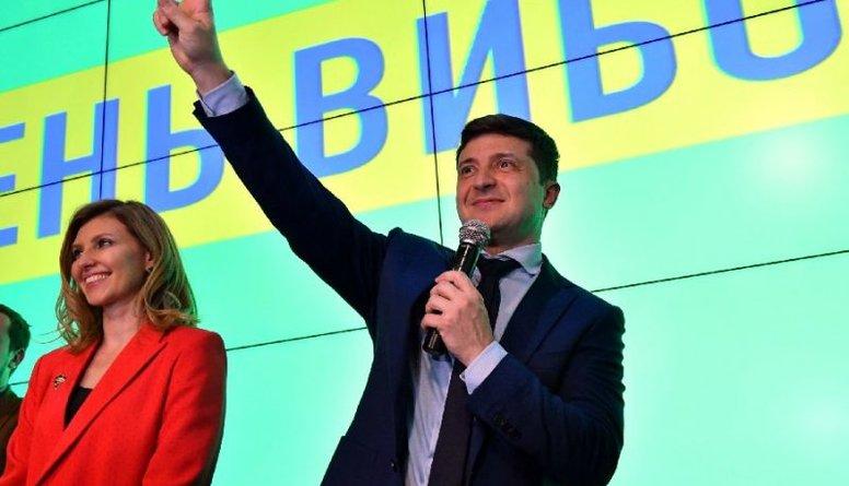 Ukrainas prezidenta vēlēšanās vadībā izvirzās komiķis Zelenskis