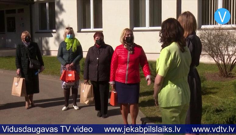 Jēkabpils Galvenā bibliotēka ar dāvanām uzmundrina Covid-19 pacientus