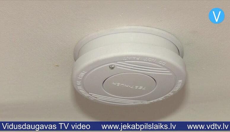 Salas novada pašvaldība palīdz iedzīvotājiem ar dūmu detektoru uzstādīšanu