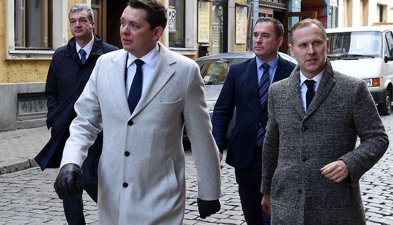 """Kaimiņš, Gobzems, Zakatistovs un Šmits - """"KPV LV"""" četri torņi"""