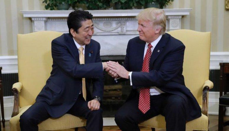 Pēc ASV lūguma Japānas premjers nominējis Trampu Nobela Miera prēmijai