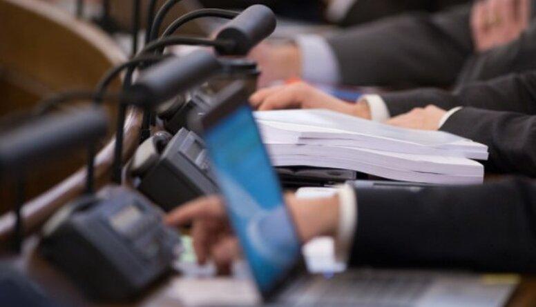 """Tomsons: Lēmums ir pareizs - deputātu algām ir jābūt pie kaut kā """"piesietām"""""""