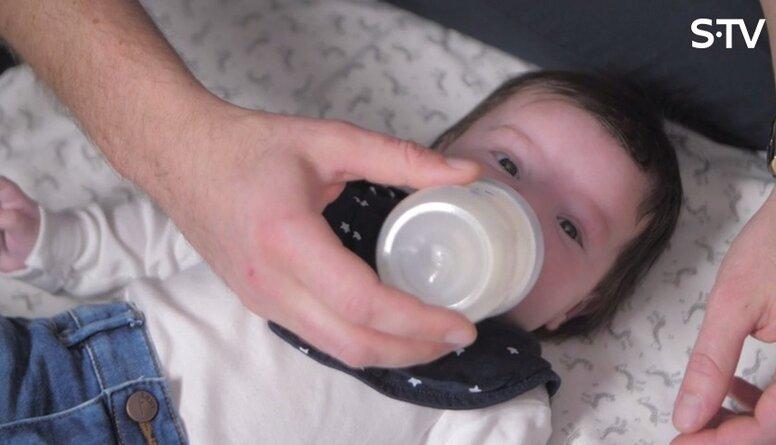 Kā māmiņai emocionāli sadzīvot ar to, ka krūts piena nepietiek mazuļa velmēm?