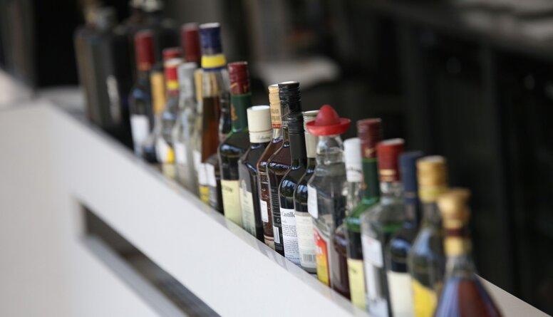 Zakatistovs: Ir jāsaprot, vai alkohola akcīzes pacelšana ir tā vērta