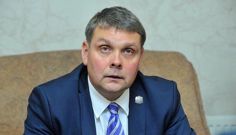 Komisija piekrīt izdot kriminālvajāšanai Adamoviču par iespējamiem pārkāpumiem