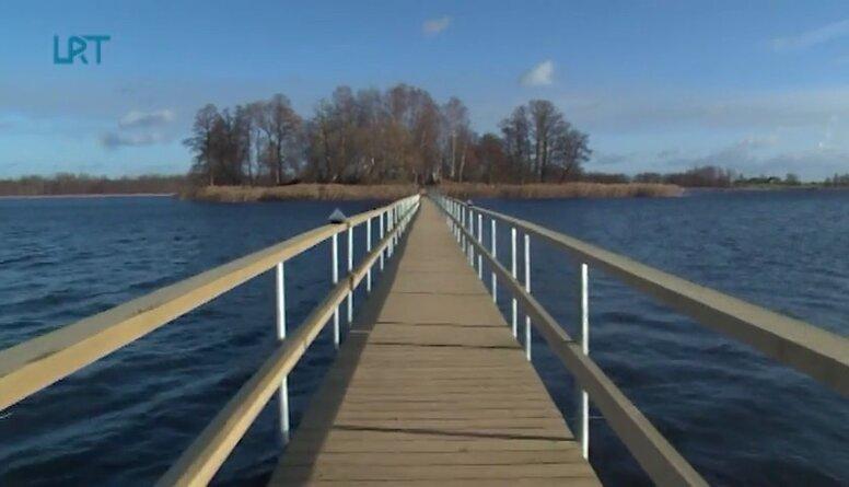 Uz Viļakas ezera salu ved pontona tilts