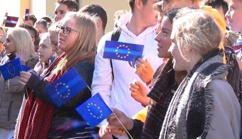 Speciālizlaidums: Eiropas diena un 9. maija svinības Uzvaras parkā 4. daļa