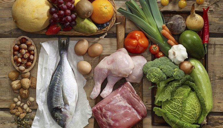 Kā pareizi sakārtot savu ēdienkarti, lai mazinātu uzņemto kaloriju daudzumu?