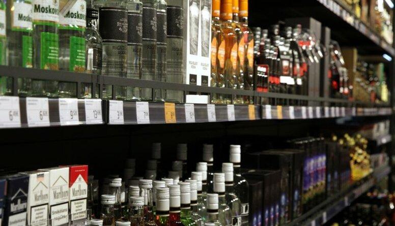 Saeimā vienprātīgi virzās uz lēnāku akcīzes celšanu alkoholam