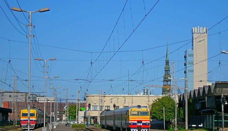 """Ždanoka norāda, ka """"Rail Baltica"""" alternatīvas bija labāki risinājumi"""