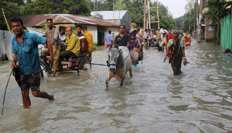 Plūdos Indijā bojā gājuši jau vairāk nekā 200 cilvēku