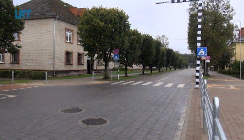 Vangažos atklāj pilnībā renovēto Gaujas ielu