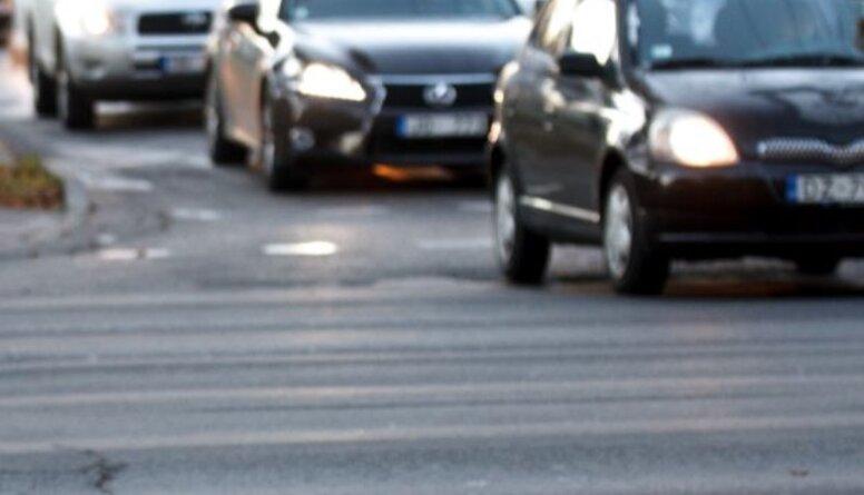Viedoklis: Vieglākais ceļš ir pārveidot nodokli un paņemt no nabaga autovadītājiem