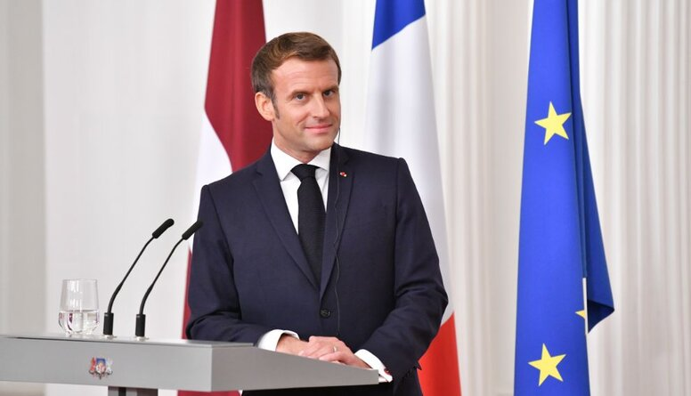 """Francijas prezidents bieži lieto vārdu """"mēs"""", runājot par dialogu ar Krieviju. Kā to tulkot?"""