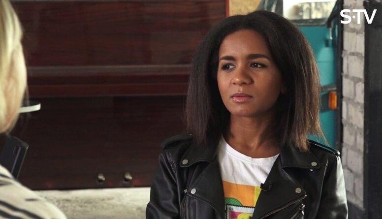 Aminata par skolas laikā piedzīvoto ādas krāsas dēļ